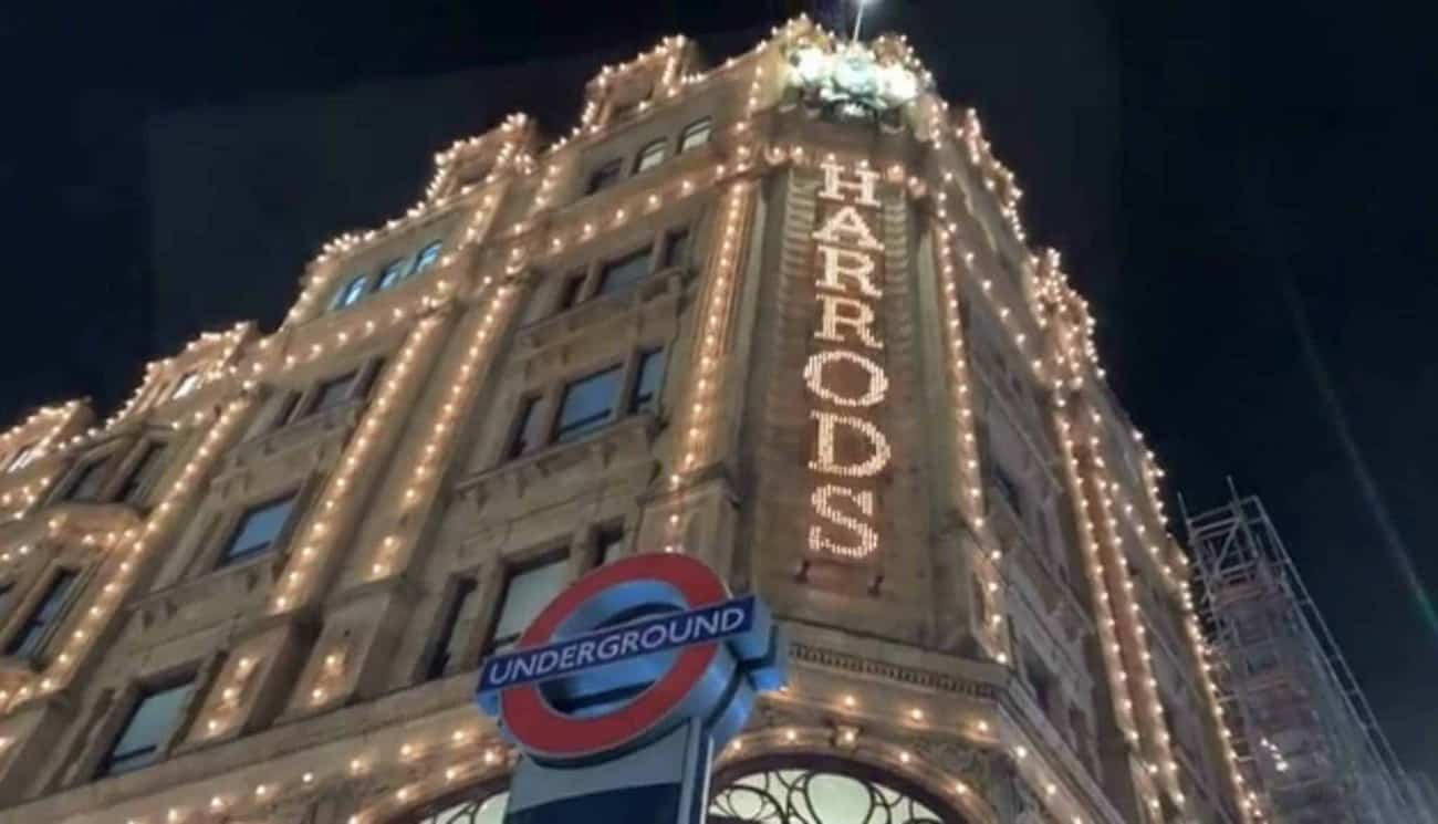 LED TICKER FROM DYNAMO LED INSTALLED IN HARRODS WINDOWS